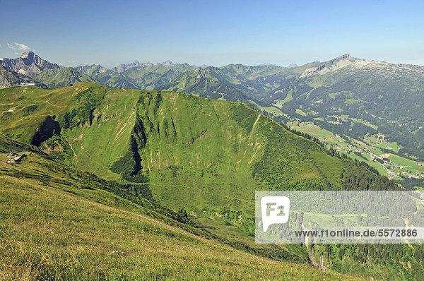 Blick vom Fellhorn ins Kleinwalsertal  Allgäu  Vorarlberg  Österreich  Europa  ÖffentlicherGrund