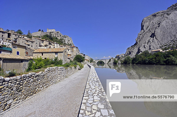 France  Provence  Sisteron  Old city and Citadel on the River Durance in the Alpes de Haute Provence