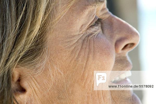 Gesicht der älteren Frau  abgeschnitten