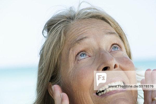 Seniorin macht überraschtes Gesicht  Porträt