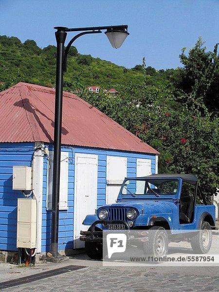 Dach 4 Verkehr fahren weiß blau rot Jalousie Blockhaus Außenaufnahme Zinn rad Holzhaus