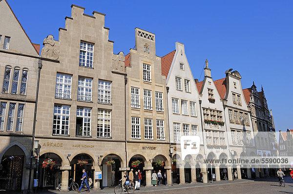 Bürgerhäuser  Giebelhäuser am Prinzipalmarkt  Münster  Münsterland  Nordrhein-Westfalen  Deutschland  Europa  ÖffentlicherGrund