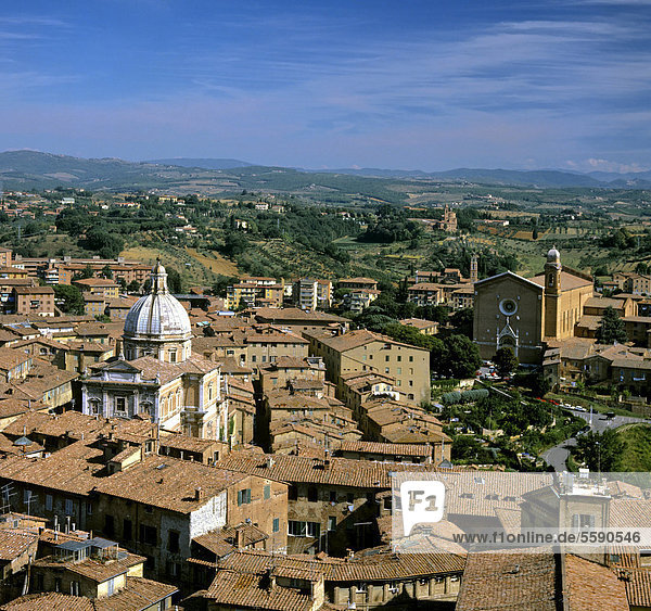 Blick über einen Teil der Altstadt von Siena  Toskana  Italien  Europa