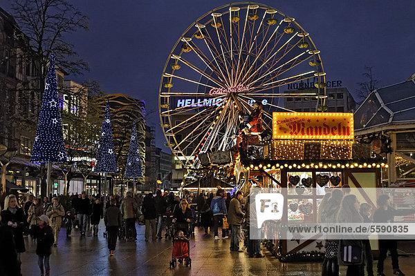 deutschland duisburg europe iblkas02149763 k nigsstra e nordrhein westfalen weihnachtsmarkt. Black Bedroom Furniture Sets. Home Design Ideas