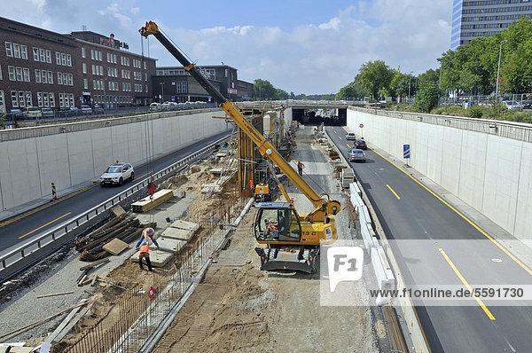 Baustelle auf der A59 durch Duisburg  Nordrhein-Westfalen  Deutschland  Europa  ÖffentlicherGrund