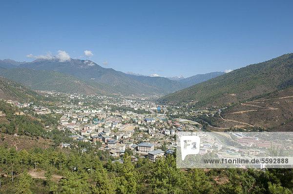 Blick von oben auf die Hauptstadt Thimphu  Himalaja  Königreich Bhutan  Südasien  Asien