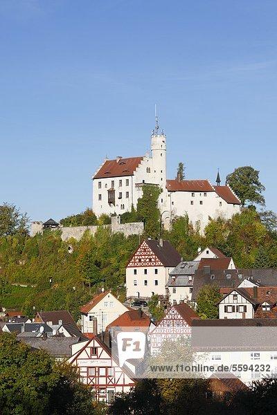 Deutschland  Bayern  Franken  Oberfranken  Fränkische Schweiz  Blick auf Schloss Goessweinstein