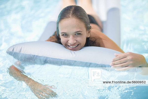 Jugendlicher Entspannung Mädchen