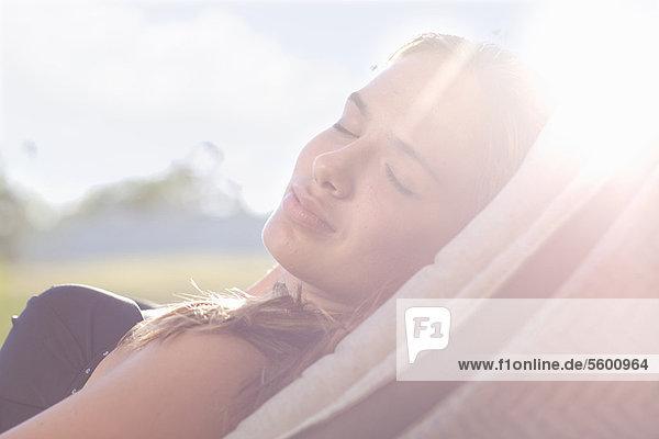 Jugendlicher Stuhl Rasen schlafen Mädchen