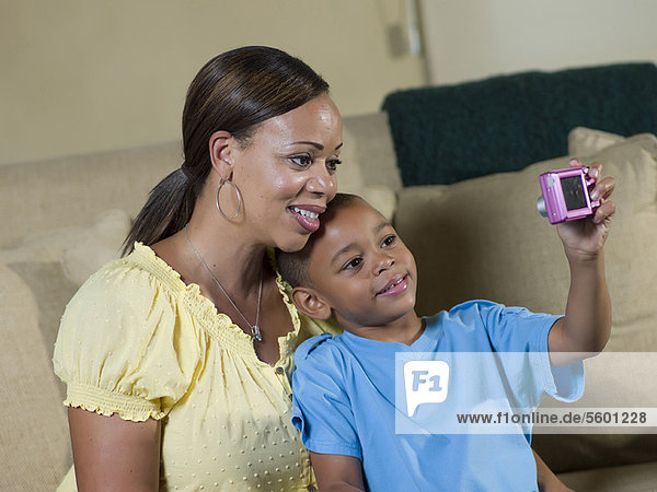 Fotografie  nehmen  Junge - Person  Mutter - Mensch
