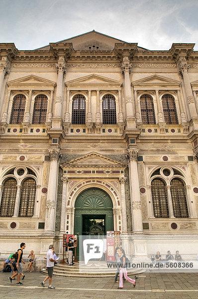 Scuola Grande di San Rocco mit weltberühmter Tintoretto-Ausstellung  Tintoretto malte hier in 23 Jahren 56 Bilder  Venedig  Veneto  Italien  Europa