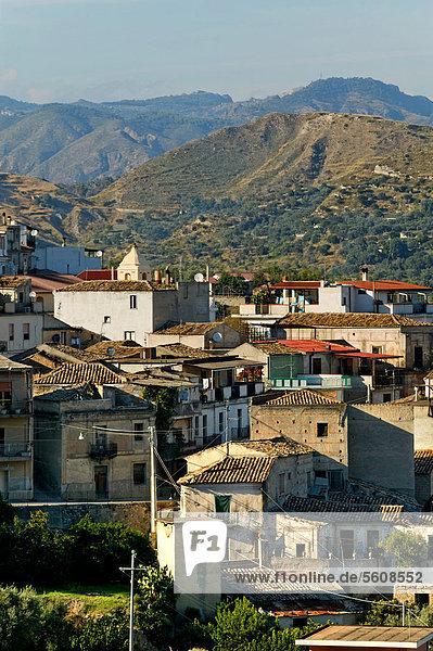 Blick auf das Dorf San Ilario  Kalabrien  Italien  Europa