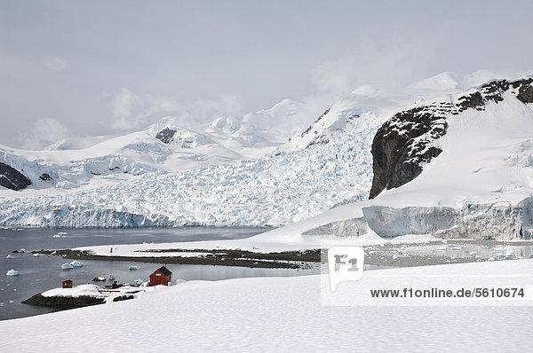 Argentinische Forschungsstation Almirante Brown  Bahia Paraiso  Paradiesbucht  Antarktische Halbinsel  Antarktis