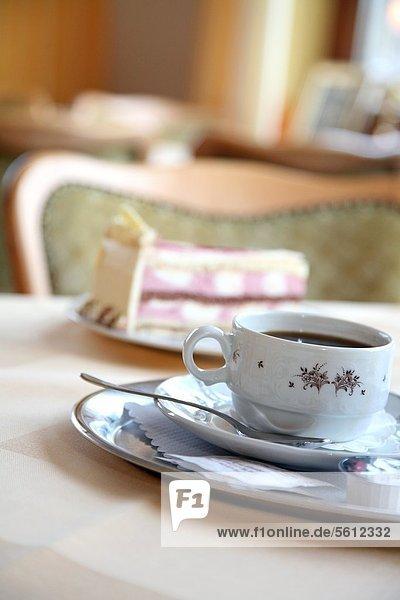 Kaffee und Kuchen in einem Cafe Kaffee und Kuchen in einem Cafe