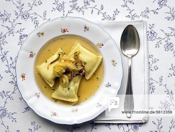 Suppenteller mit Maultaschen Suppenteller mit Maultaschen