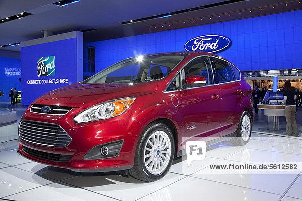 Der 2013 Ford C-Max Energi  Plugin-Hybridfahrzeug  Elektrofahrzeug auf einem Stand der Automesse North American International Auto Show  Detroit  Michigan  USA