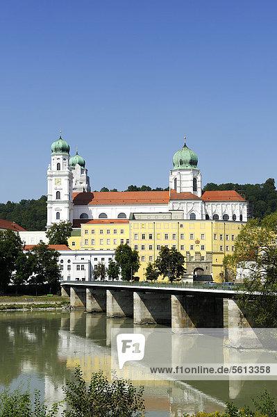 Passau  Dom St. Stephan  Inn mit Marienbrücke  Niederbayern  Bayern  Deutschland  Europa  ÖffentlicherGrund