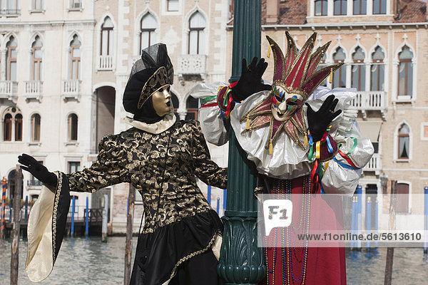 Maskierte Leute  Karneval in Venedig  Venetien  Italien  Europa