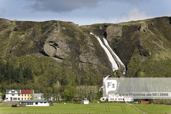 Europa Bauernhof Hof Höfe frontal Wasserfall Island Nordeuropa
