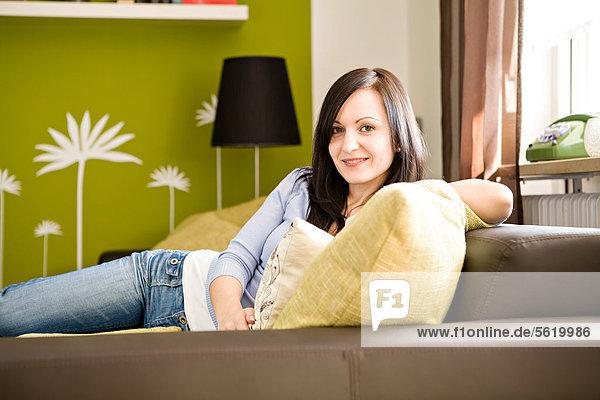 Interior  zu Hause  Frau  lächeln  jung