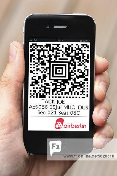 Iphone  Smartphone  App auf dem Display  Handy-Ticket  QR-Code  Boardingpass für einen Flug mit Airberlin