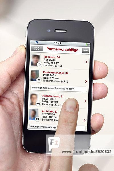 Iphone  Smartphone  App auf dem Display  Partnerbörse  Kontaktbörse  Partnervermittlung