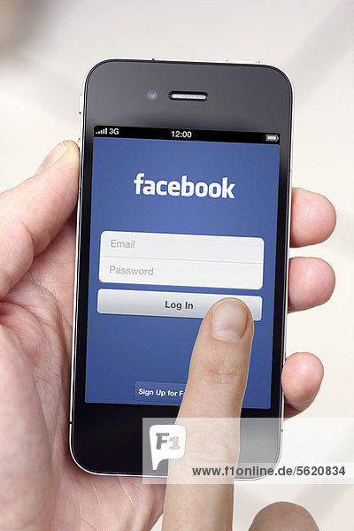 Iphone  Smartphone  App auf dem Display  soziales Netzwerk  Facebook