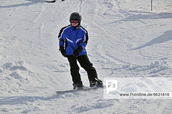 Elfjähriger Snowboarder  Söllereck  Oberstdorf  Allgäuer Alpen  Oberallgäu  Bayern  Deutschland  Europa  ÖffentlicherGrund