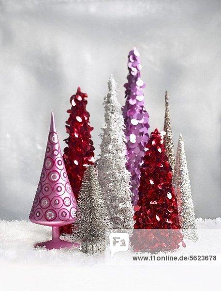 Verschiedene dekorative Weihnachtsbäume Weihnachtsbäume