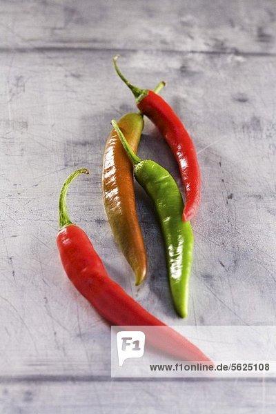 Vier frische Chilischoten