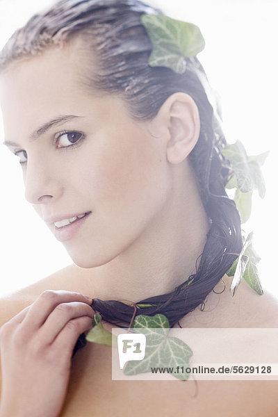 Frau mit natürlichen Haar Maske