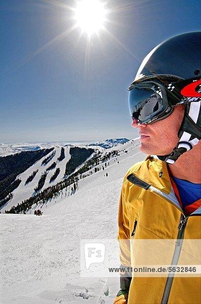 nahe Tal Großstadt Skisport Urlaub Mittelpunkt Sonne