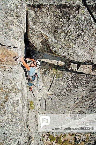 Ecke  Ecken  nahe  Felsbrocken  springen  Stein  See  5  Entdeckung  Richtung  sprechen  Urteil  Liebe  Kalifornien  7  sieben  klettern