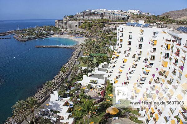 Aussicht vom Hotel Aquamarina auf die Ferienanlage Anfi del Mar mit Strand Playa de la Verga  bei Arguineguin  Gran Canaria  Kanarische Inseln  Spanien  Europa