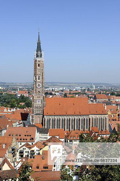 Europa Palast Schloß Schlösser über Stadt Geschichte Kirche Ansicht Bayern Deutschland Landshut Niederbayern