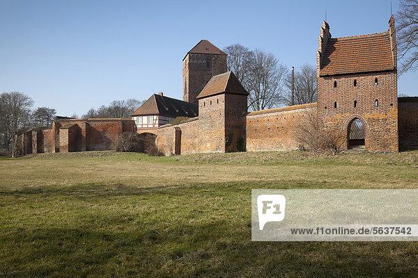 Stadtmauer und Alte Bischofsburg  Amtsturm und Wiekhaus  Wittstock  Brandenburg  Deutschland  Europa