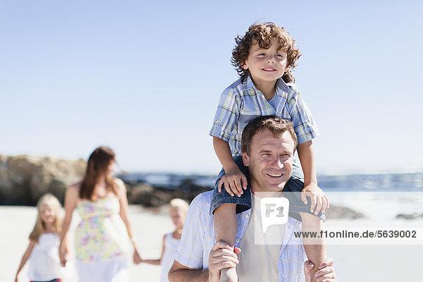 tragen  Menschlicher Vater  Sohn  Menschliche Schulter  Schultern