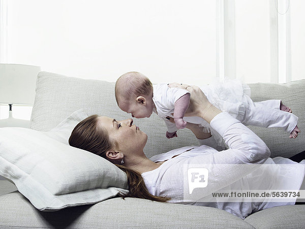 Entspannung  Couch  Mutter - Mensch  Baby