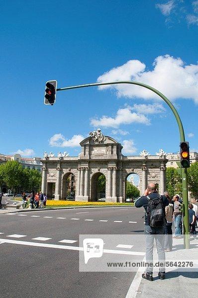 Madrid  Hauptstadt  nehmen  Tourist  Eingang  Fotografie  Puerta de Alcala  Spanien