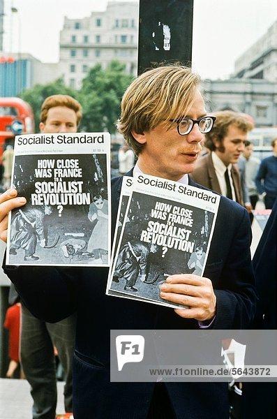 July 1968  Street vendor selling Socialist Standard newspaper at Speaker´s corner  London  Great-Britain