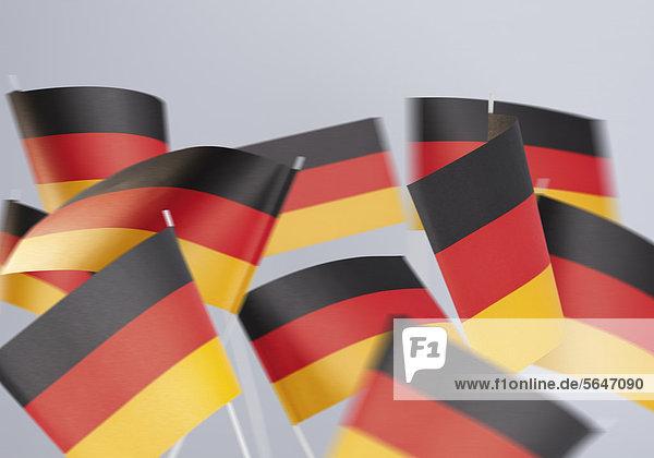 Fähnchen in den deutschen Nationalfarben