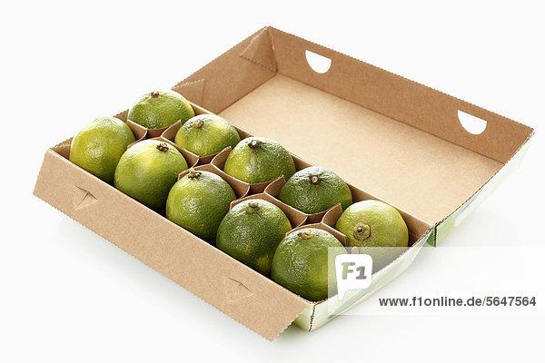Lime in Box auf weißem Hintergrund
