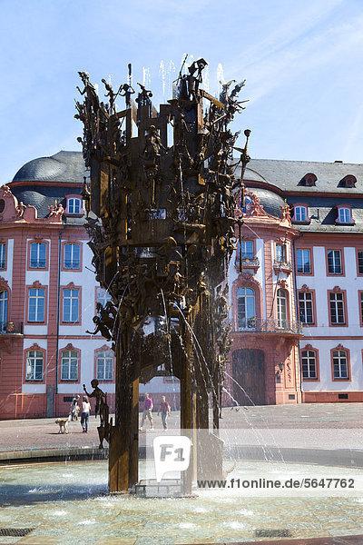 Europa  Deutschland  Rheinland-Pfalz  Mainz  Blick auf Karnevalsbrunnen im Schloss Osteiner Hof Europa, Deutschland, Rheinland-Pfalz, Mainz, Blick auf Karnevalsbrunnen im Schloss Osteiner Hof