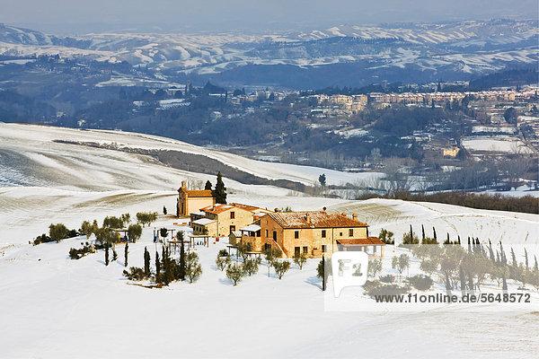 Herrenhaus Europa bedecken Ländliches Motiv ländliche Motive Toskana Asciano Italien Schnee