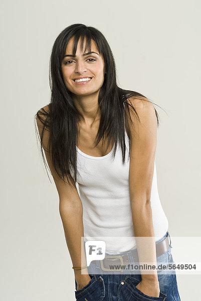 Junge Frau lächelnd  Portrait