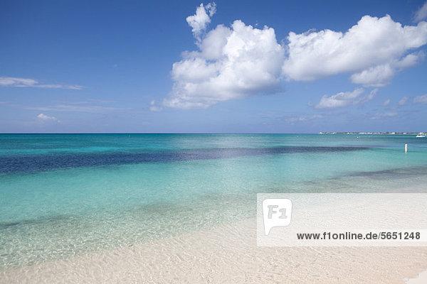 Klare Gewässer der Karibik  Grand Cayman  Kaimaninseln