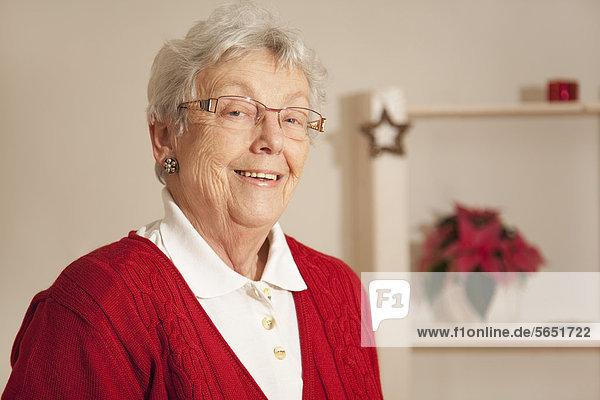 Seniorin lächelnd  Portrait