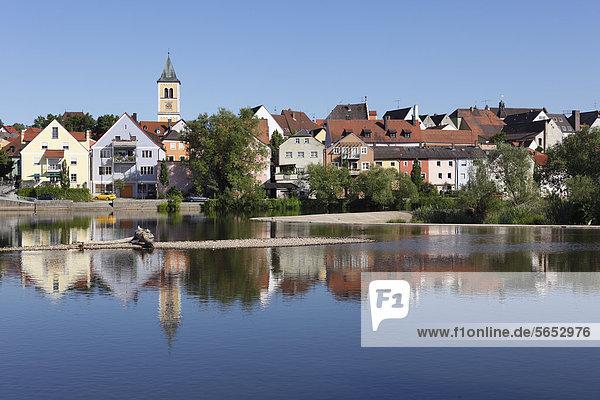 Deutschland  Bayern  Burglengenfeld  Stadtansicht mit Naabfluss