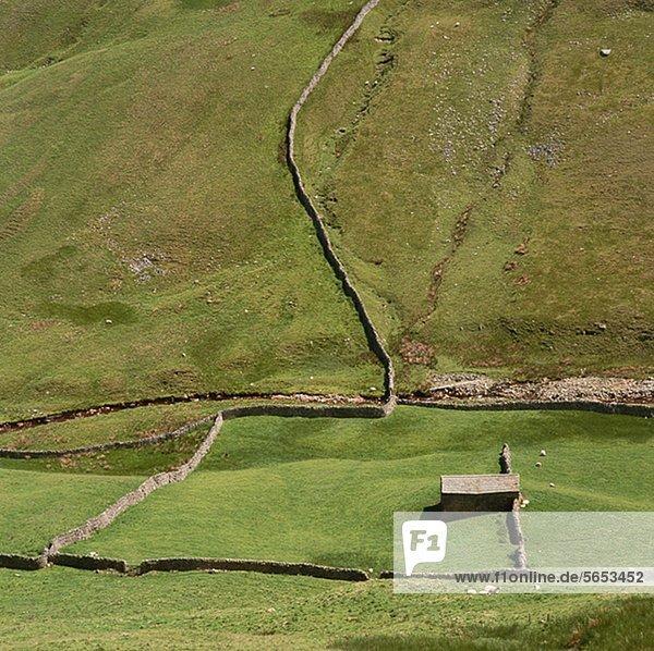 Luftaufnahme von eingezäunten Feldern