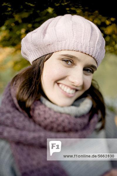 Smiling young woman  autumn scene  portrait